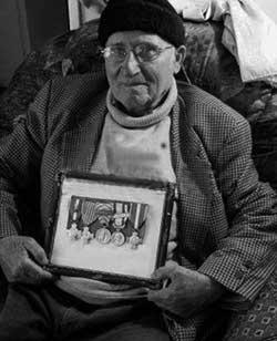 nationalit fran aise a un ancien harki age de 84 ans. Black Bedroom Furniture Sets. Home Design Ideas